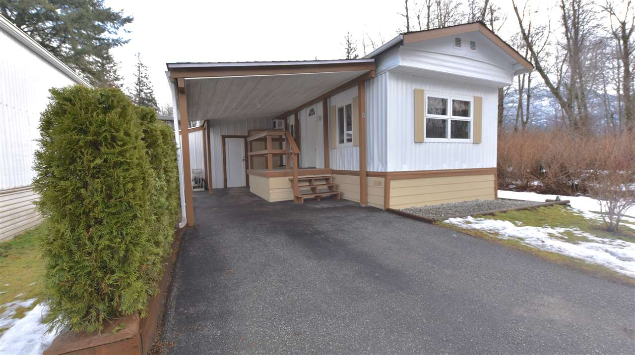 "Main Photo: 15 39768 GOVERNMENT Road in Squamish: Northyards Manufactured Home for sale in ""THREE RIVERS"" : MLS®# R2243765"