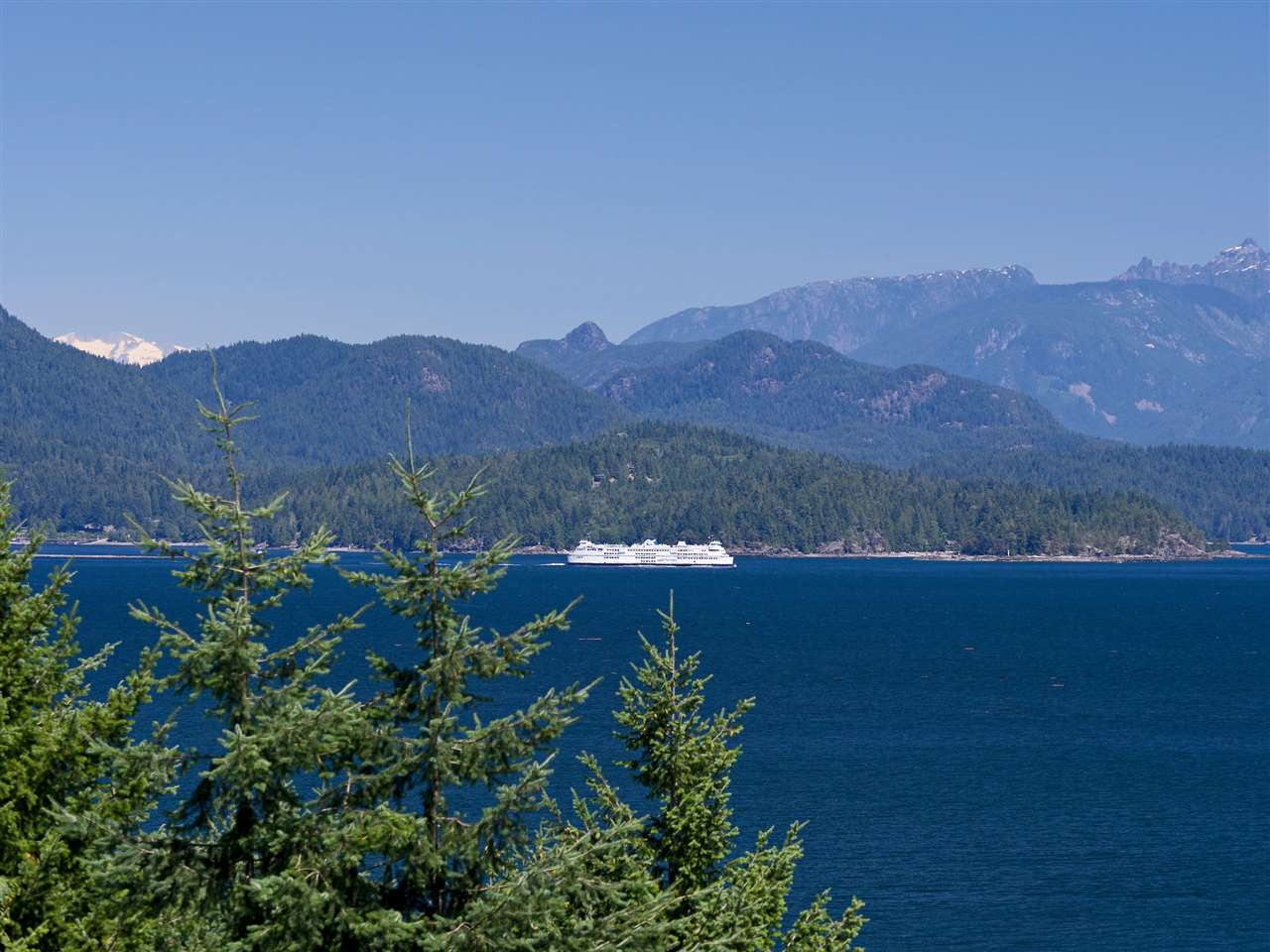 "Main Photo: 31 377 SKYLINE Drive in Gibsons: Gibsons & Area Home for sale in ""The Bluff"" (Sunshine Coast)  : MLS®# R2272873"
