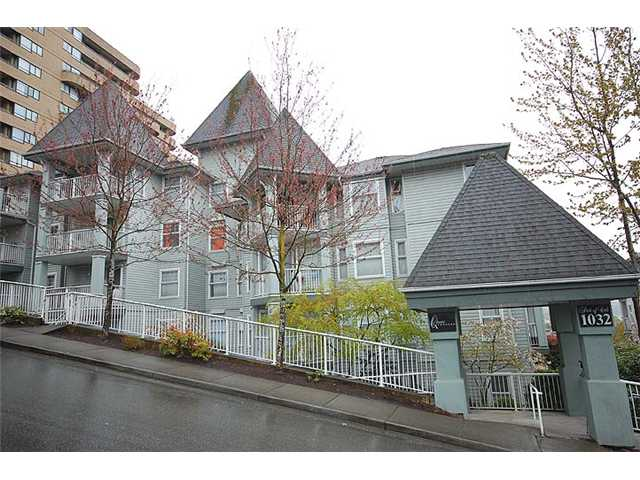 "Main Photo: 401 1032 QUEENS Avenue in New Westminster: Uptown NW Condo for sale in ""QUEENS TERRACE - Port of Call"" : MLS(r) # V884469"