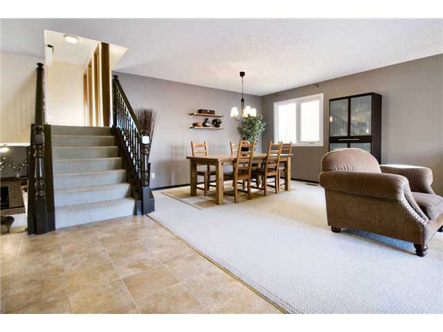 Photo 2: 43 EDFORTH Way NW in CALGARY: Edgemont Residential Detached Single Family for sale (Calgary)  : MLS® # C3504260