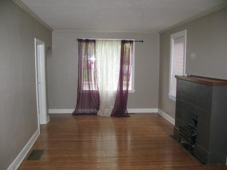 Photo 3: Photos: 260 MARTIN Avenue West in Winnipeg: Residential for sale (Elmwood)  : MLS® # 1119108