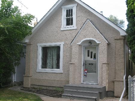 Photo 1: Photos: 260 MARTIN Avenue West in Winnipeg: Residential for sale (Elmwood)  : MLS® # 1119108