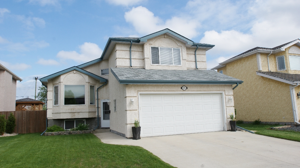 Main Photo: 153 Strongberg Drive in Winnipeg: North Kildonan Residential for sale (North East Winnipeg)  : MLS® # 1212051