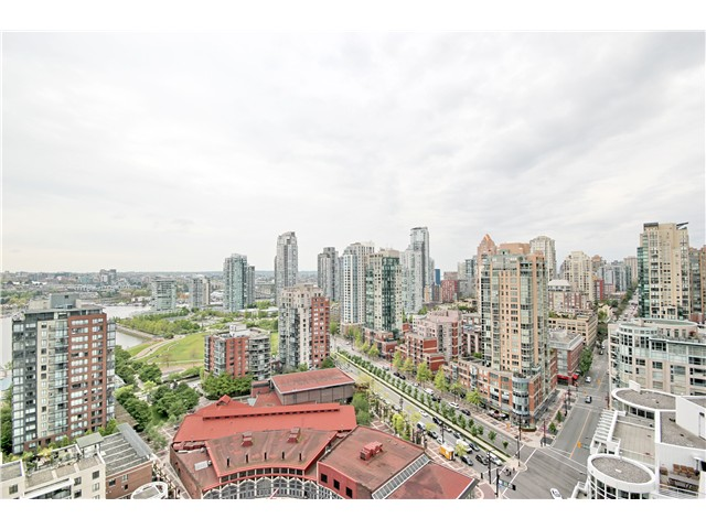 "Main Photo: 2706 1199 MARINASIDE Crescent in Vancouver: Yaletown Condo for sale in ""AQUARIUS 1"" (Vancouver West)  : MLS®# V1064284"