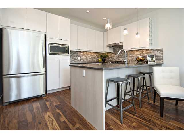 Photo 5: 1 4733 17 Avenue NW in Calgary: Montgomery Townhouse for sale : MLS® # C3636624