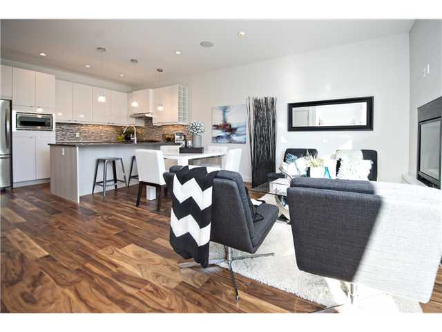 Photo 3: 1 4733 17 Avenue NW in Calgary: Montgomery Townhouse for sale : MLS® # C3636624