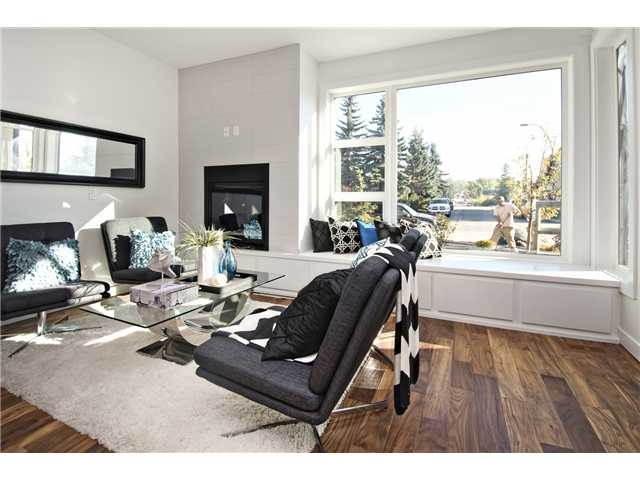 Photo 2: 1 4733 17 Avenue NW in Calgary: Montgomery Townhouse for sale : MLS® # C3636624