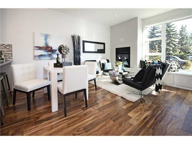 Photo 4: 1 4733 17 Avenue NW in Calgary: Montgomery Townhouse for sale : MLS® # C3636624