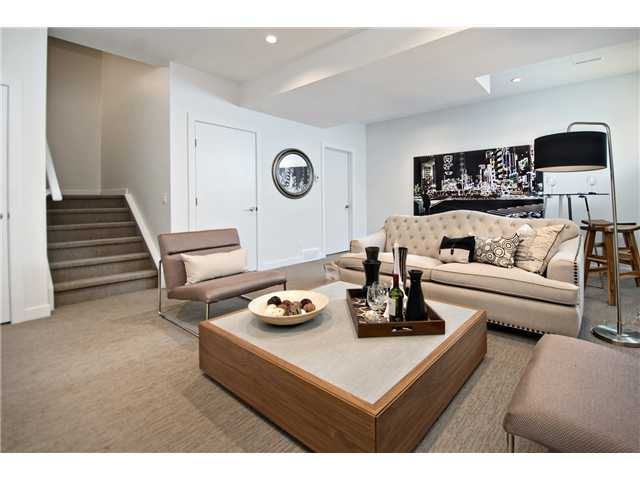 Photo 9: 1 4733 17 Avenue NW in Calgary: Montgomery Townhouse for sale : MLS® # C3636624
