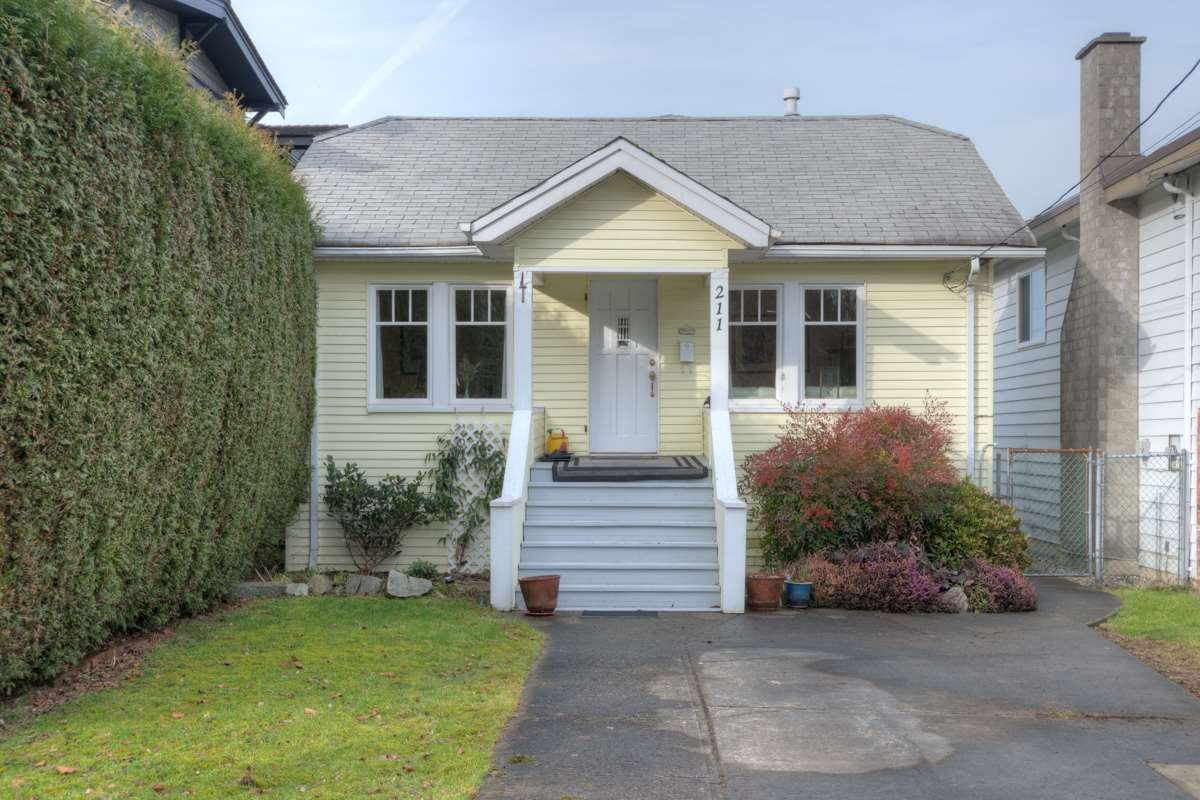 "Main Photo: 211 DURHAM Street in New Westminster: GlenBrooke North House for sale in ""GLENBROOKE NORTH"" : MLS®# R2026840"