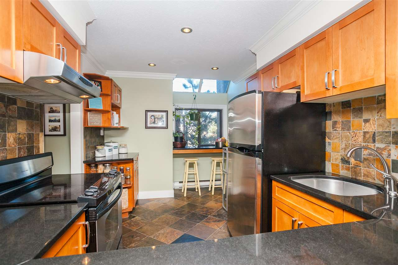 "Photo 6: 6 1266 W 6TH Avenue in Vancouver: Fairview VW Townhouse for sale in ""Camden Court"" (Vancouver West)  : MLS(r) # R2033038"
