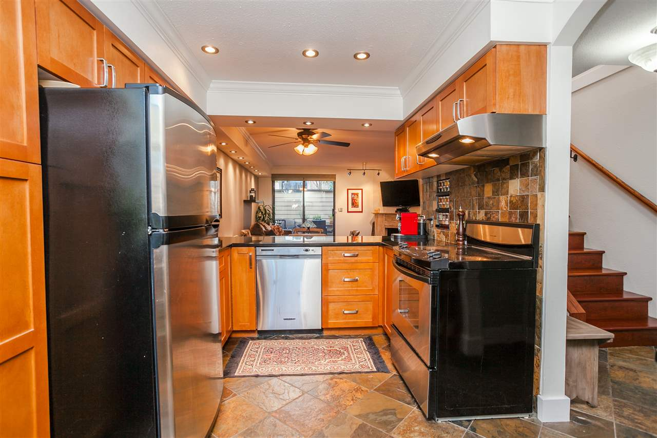 "Photo 7: 6 1266 W 6TH Avenue in Vancouver: Fairview VW Townhouse for sale in ""Camden Court"" (Vancouver West)  : MLS® # R2033038"