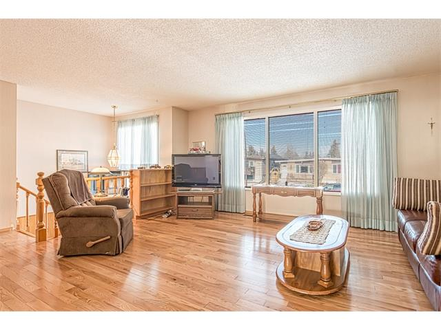Photo 2: 7603 35 Avenue NW in Calgary: Bowness House  : MLS® # C4049295