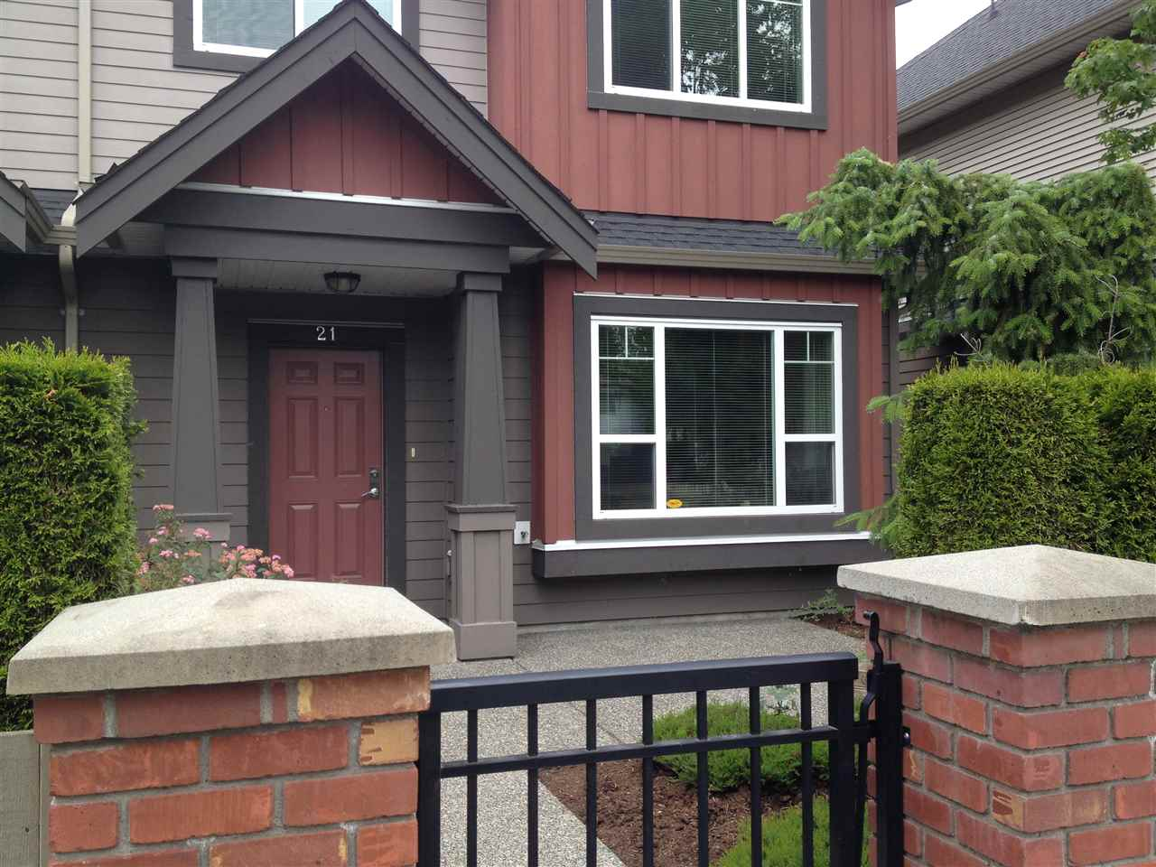 Main Photo: 21 9699 SILLS Avenue in Richmond: McLennan North Townhouse for sale : MLS®# R2075938