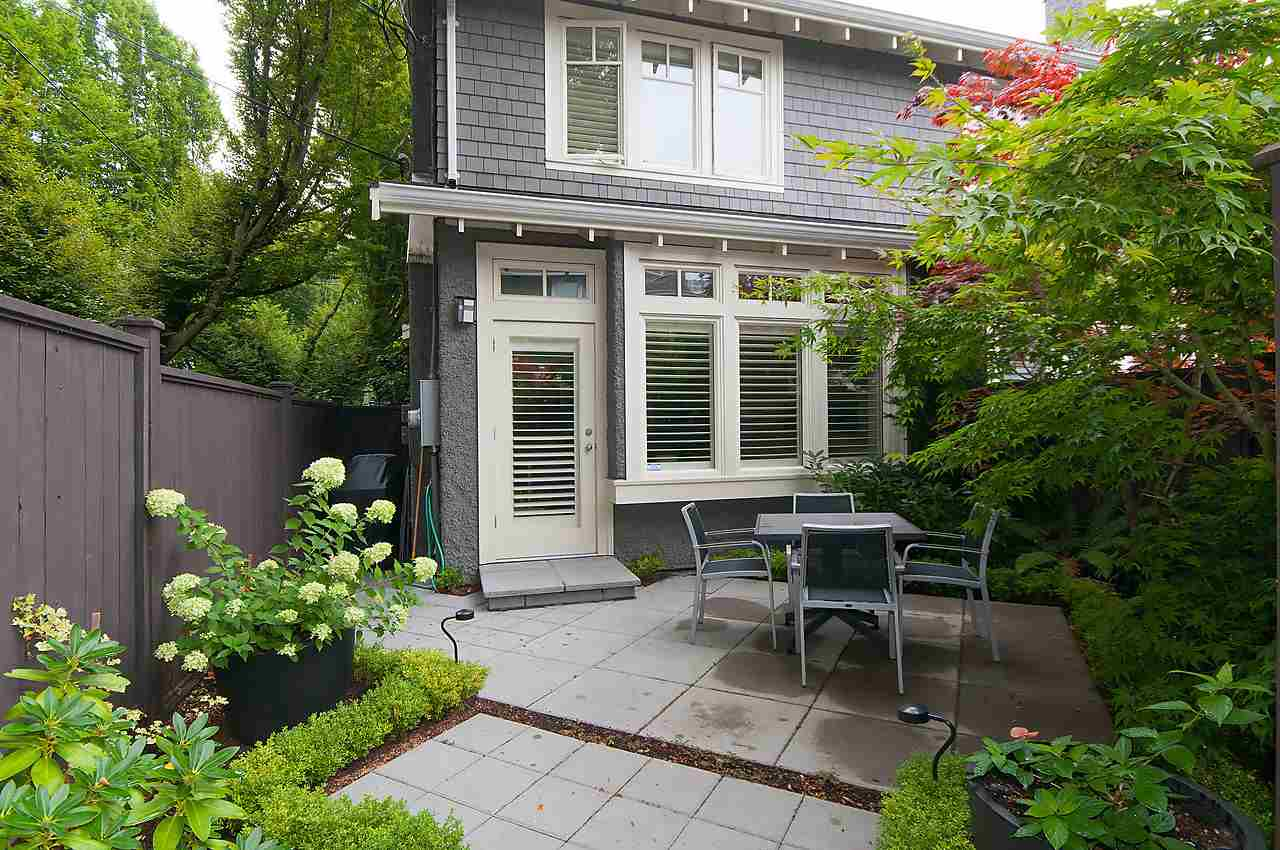 Main Photo: 2308 TRAFALGAR Street in Vancouver: Kitsilano Townhouse for sale (Vancouver West)  : MLS(r) # R2098100