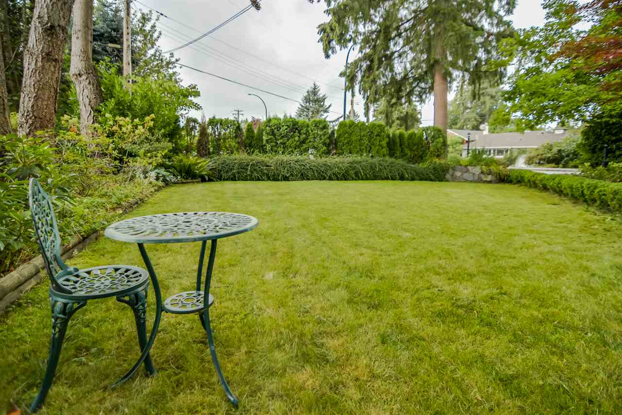 Photo 3: 21666 MOUNTAINVIEW Crescent in Maple Ridge: West Central House for sale : MLS® # R2102654