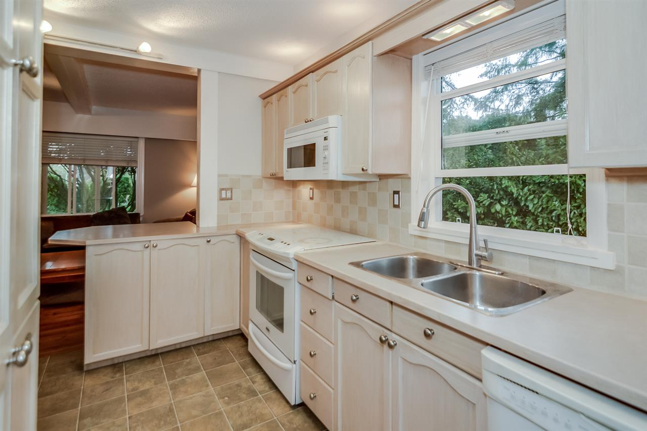 Photo 8: 21666 MOUNTAINVIEW Crescent in Maple Ridge: West Central House for sale : MLS® # R2102654