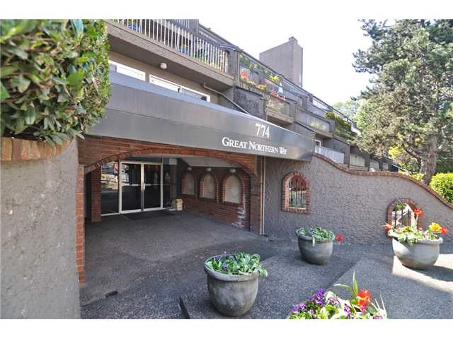 Photo 1: 509 774 GREAT NORTHERN Way in Vancouver: Mount Pleasant VE Condo for sale (Vancouver East)  : MLS(r) # R2126301