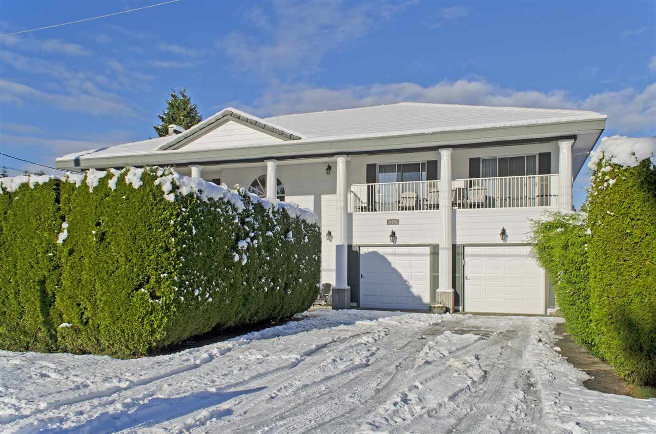 Main Photo: 923 RUNNYMEDE Avenue in Coquitlam: Coquitlam West House for sale : MLS® # R2126854