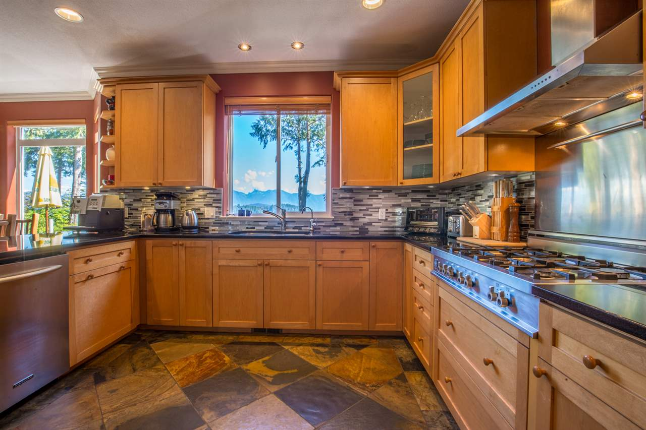 "Photo 6: Photos: 1454 SMITH Road in Gibsons: Gibsons & Area House for sale in ""LANGDALE"" (Sunshine Coast)  : MLS® # R2133101"