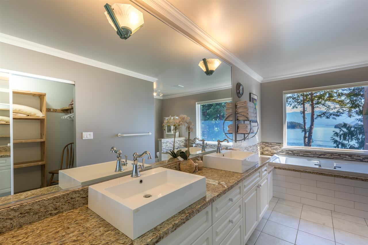 "Photo 9: Photos: 1454 SMITH Road in Gibsons: Gibsons & Area House for sale in ""LANGDALE"" (Sunshine Coast)  : MLS® # R2133101"
