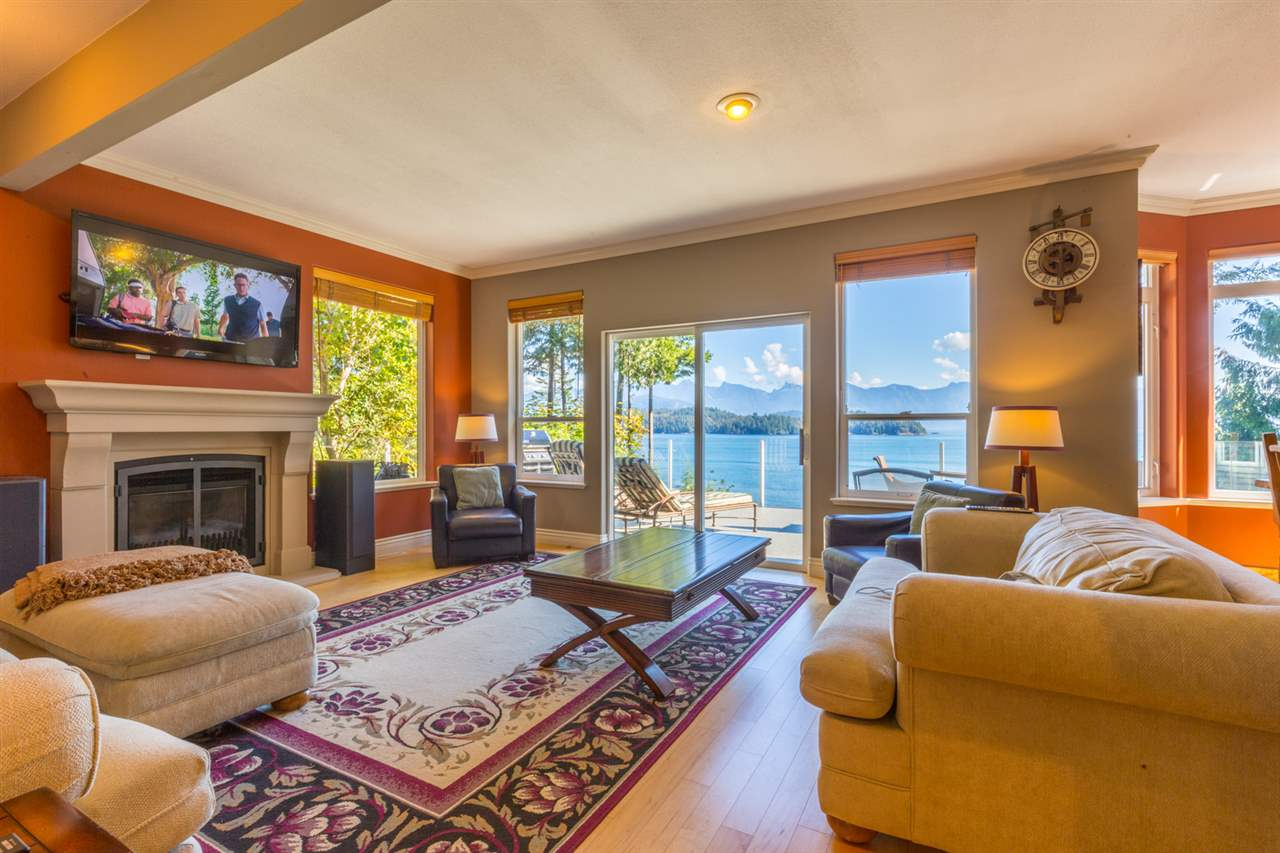 "Photo 10: Photos: 1454 SMITH Road in Gibsons: Gibsons & Area House for sale in ""LANGDALE"" (Sunshine Coast)  : MLS® # R2133101"