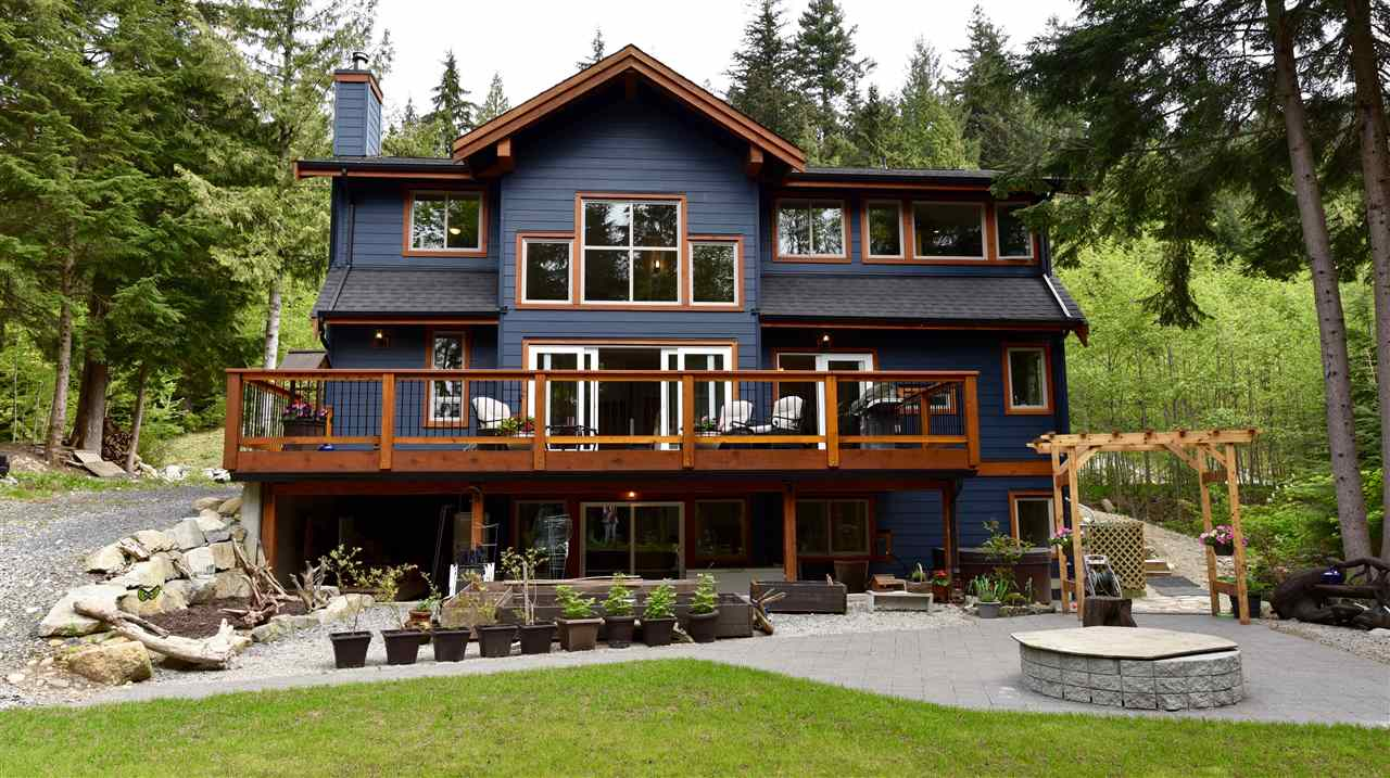 Main Photo: 715 MINERAL CREEK Crescent in Squamish: Britannia Beach House for sale : MLS® # R2164683