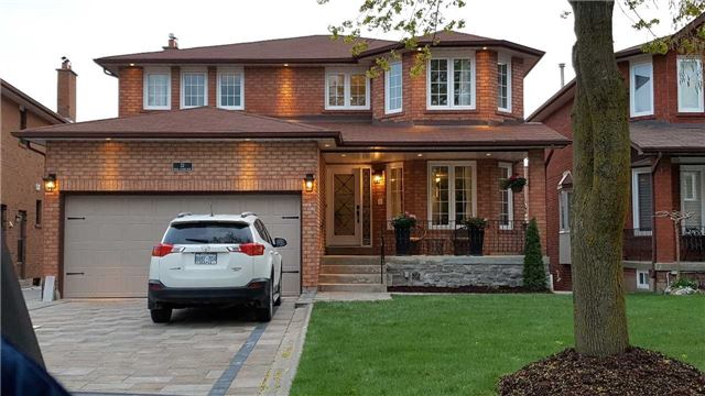 Main Photo: 22 Royal Garden Boulevard in Vaughan: East Woodbridge House (2-Storey) for sale : MLS® # N3802255