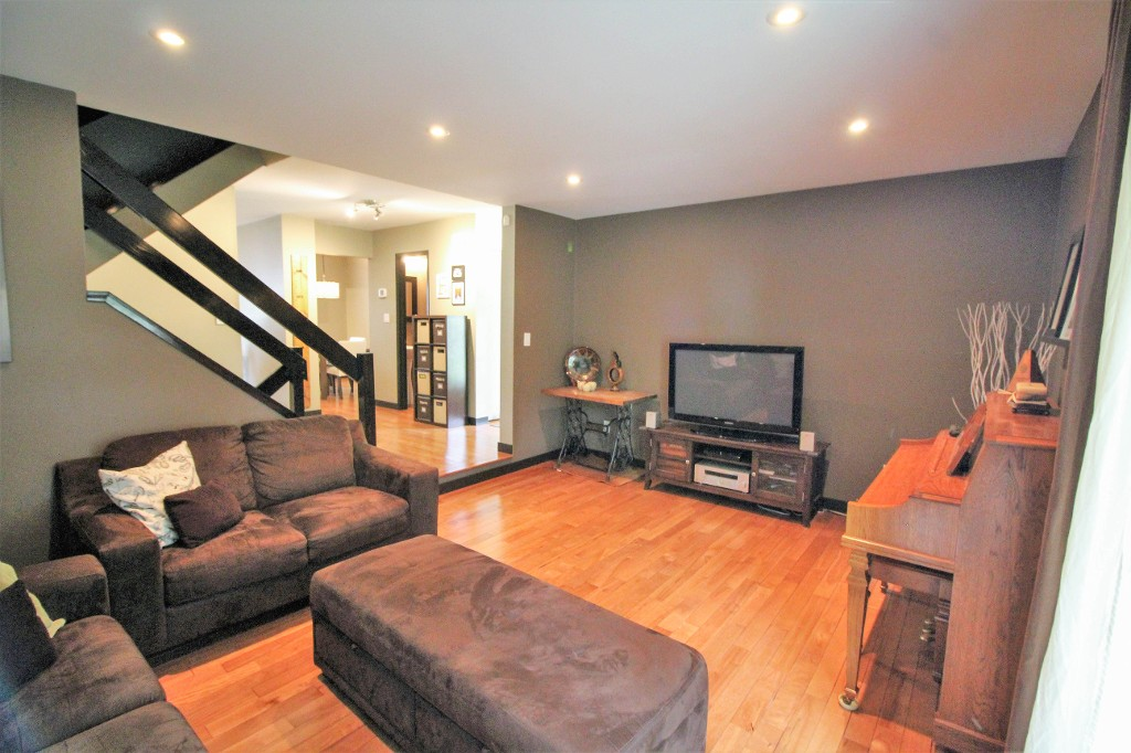 Photo 7: Home for sale in Meadowood - Winnipeg Real Estate