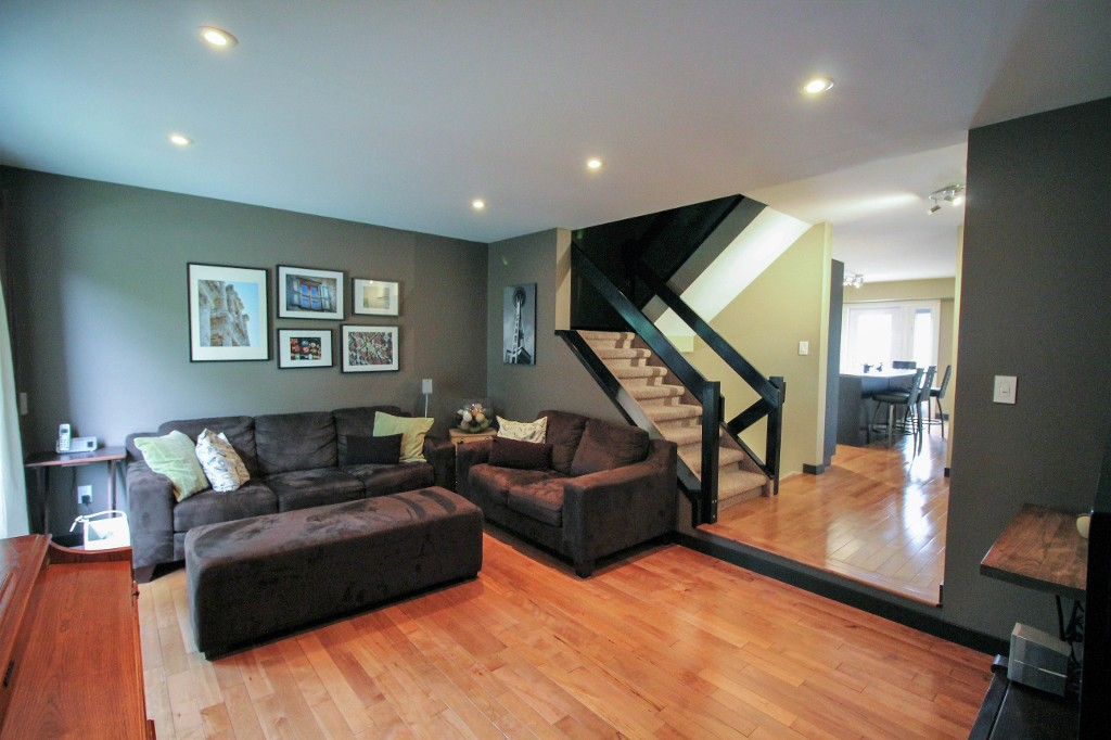 Photo 12: Home for sale in Meadowood - Winnipeg Real Estate