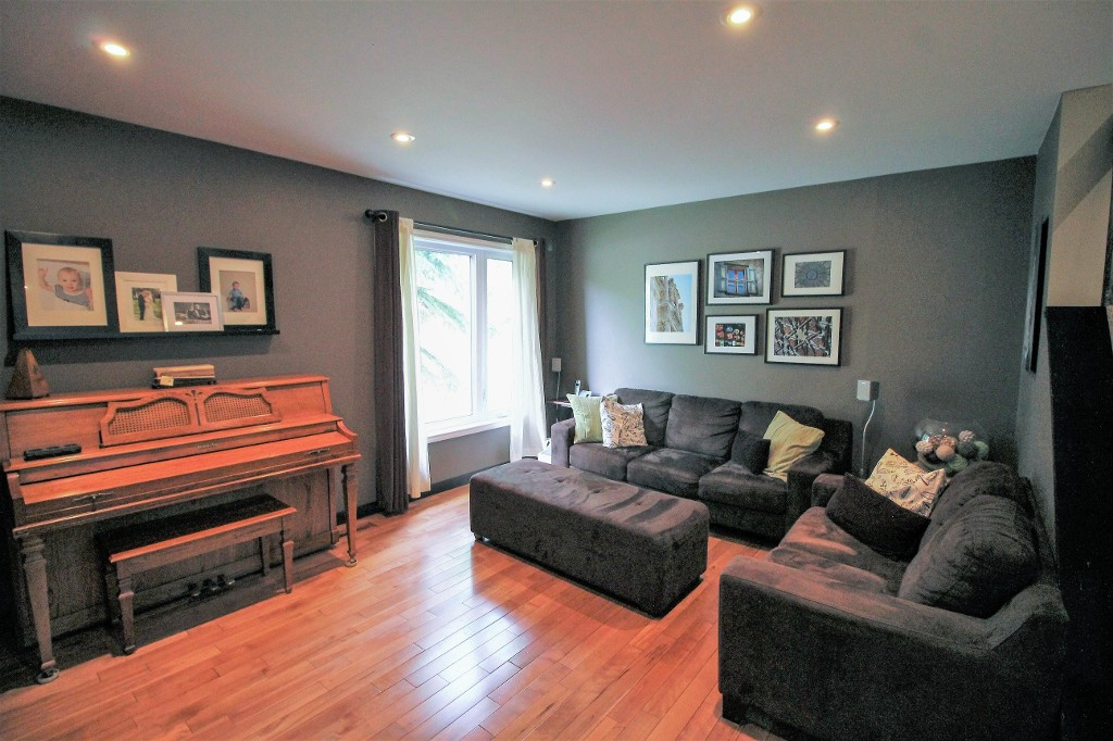 Photo 6: Home for sale in Meadowood - Winnipeg Real Estate