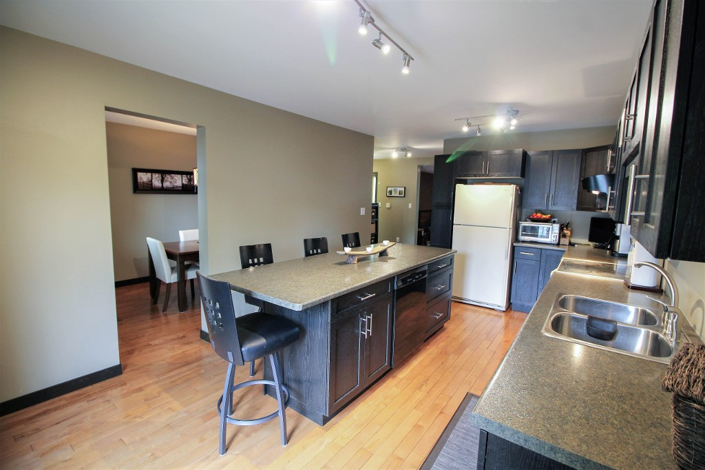 Photo 15: Home for sale in Meadowood - Winnipeg Real Estate