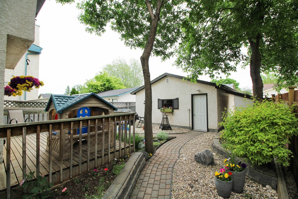 Photo 2: Home for sale in Meadowood - Winnipeg Real Estate