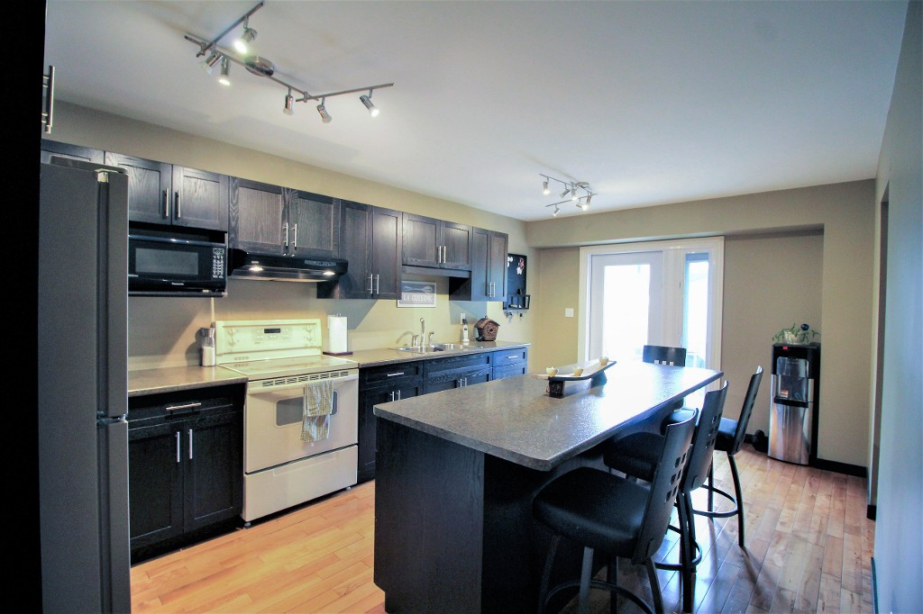 Photo 13: Home for sale in Meadowood - Winnipeg Real Estate