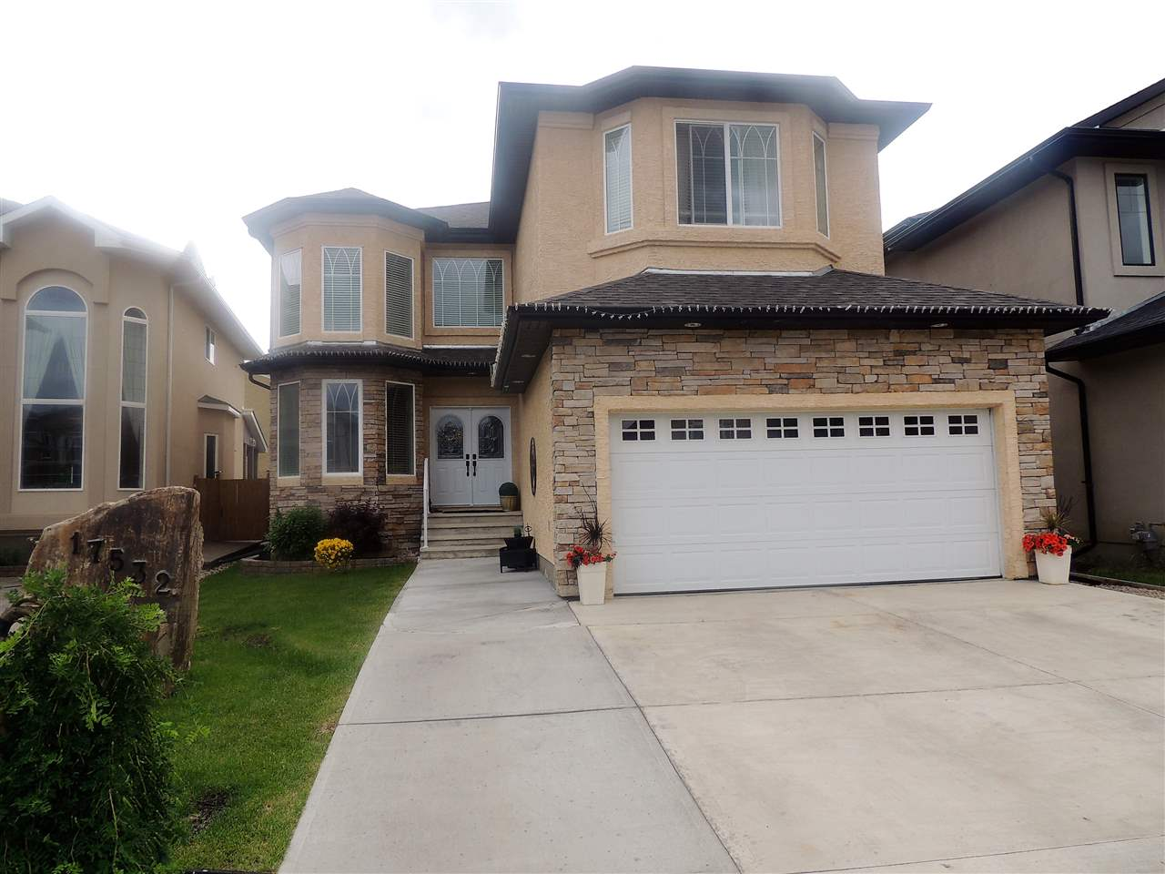 Main Photo: 17532 110 Street in Edmonton: Zone 27 House for sale : MLS® # E4068774