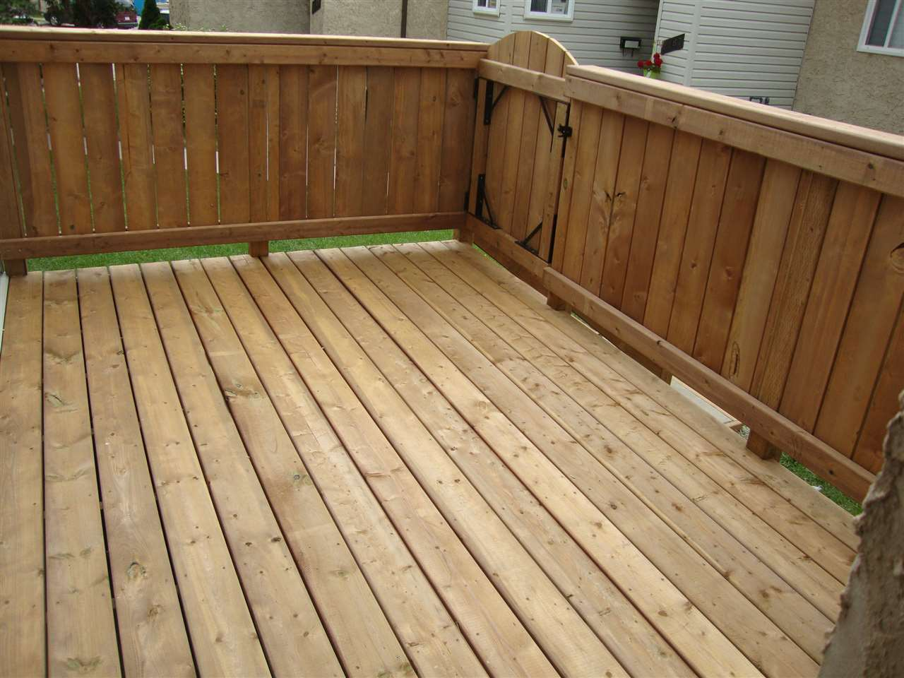 Brand new enclosed deck with gate.