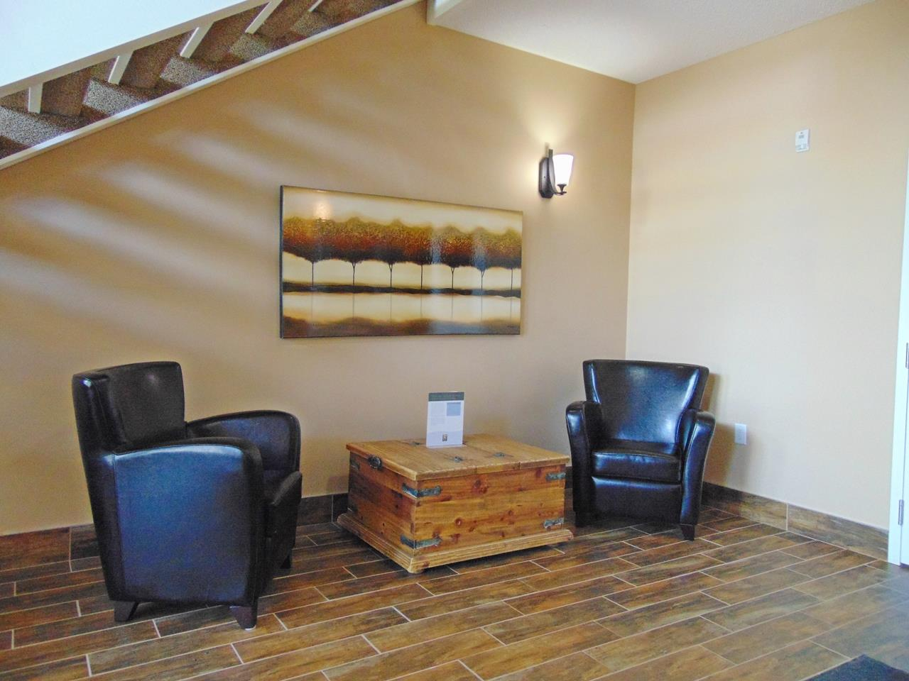 Photo 3: 203 4922 52 Street: Gibbons Condo for sale : MLS® # E4071334