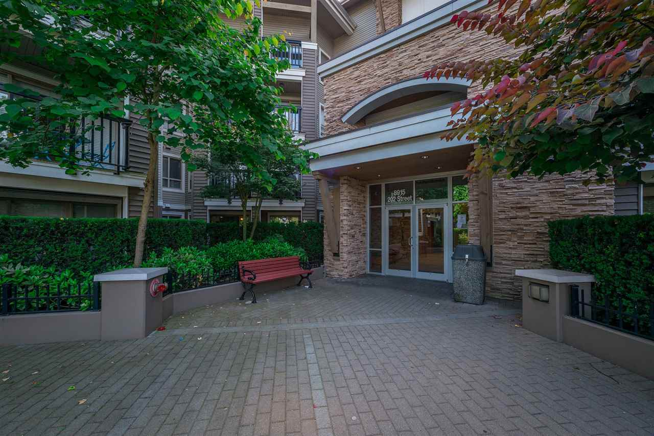 Main Photo: 102 8915 202 Street in Langley: Walnut Grove Condo for sale : MLS®# R2192394