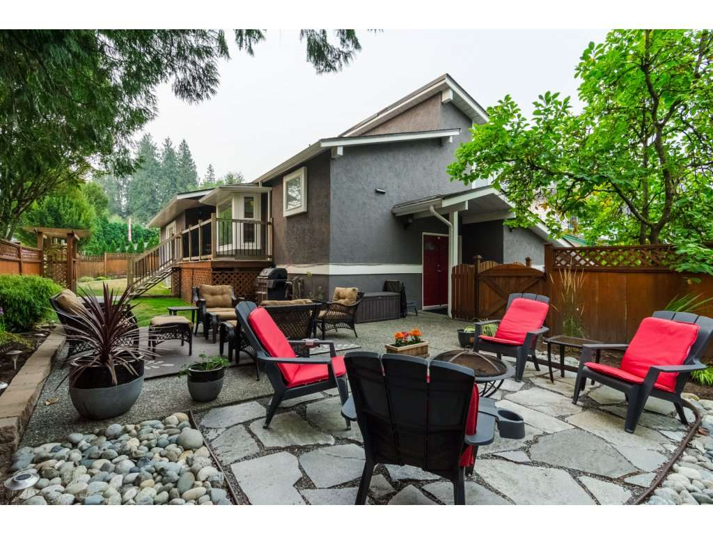 Photo 2: 21590 93A Avenue in Langley: Walnut Grove House for sale : MLS® # R2204898