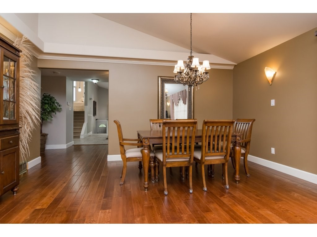 Photo 11: 21590 93A Avenue in Langley: Walnut Grove House for sale : MLS® # R2204898
