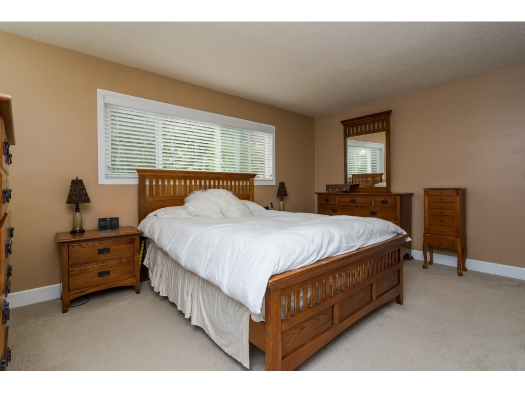 Photo 12: 21590 93A Avenue in Langley: Walnut Grove House for sale : MLS® # R2204898