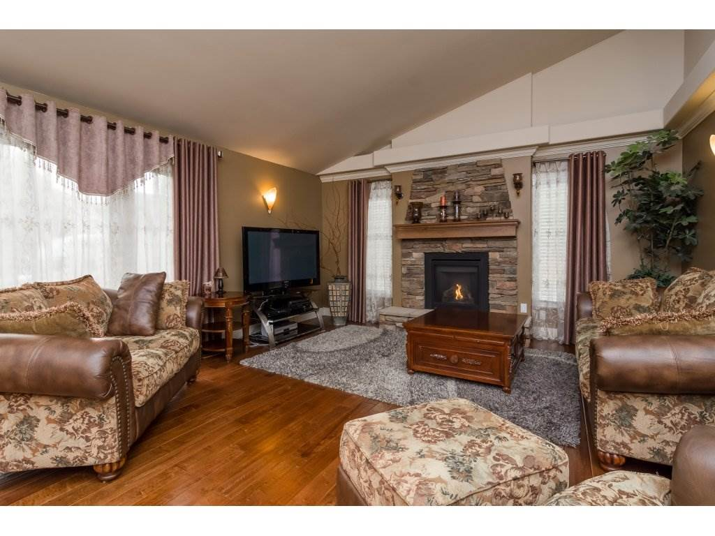 Photo 9: 21590 93A Avenue in Langley: Walnut Grove House for sale : MLS® # R2204898