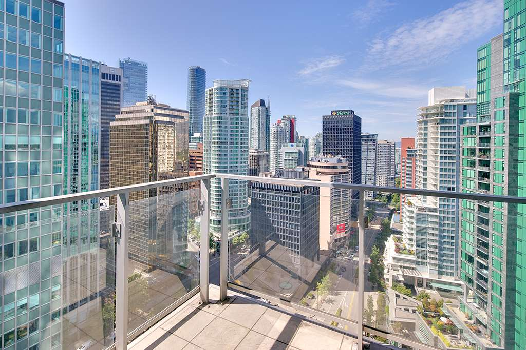 "Main Photo: 2105 1077 W CORDOVA Street in Vancouver: Coal Harbour Condo for sale in ""SHAW TOWER"" (Vancouver West)  : MLS® # R2205676"