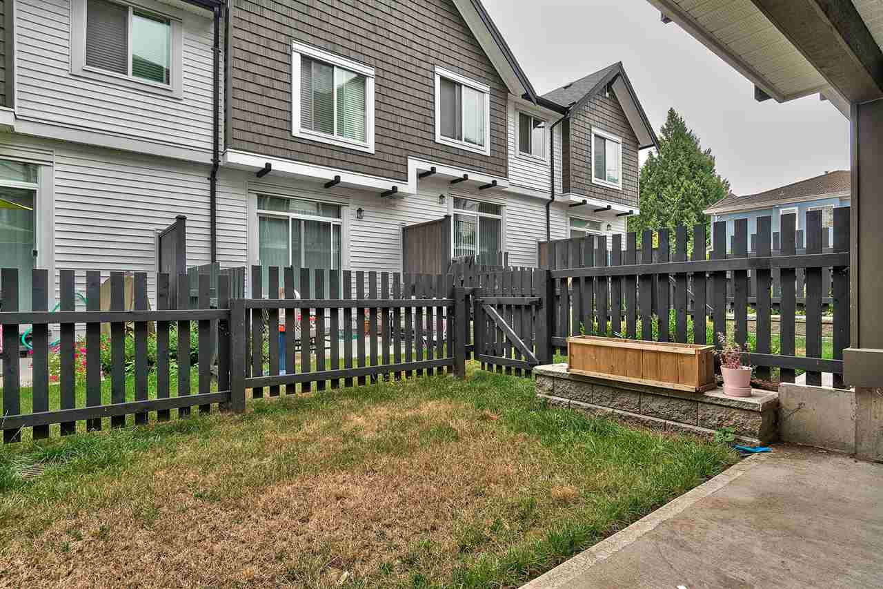 "Photo 15: Photos: 19 6089 144 Street in Surrey: Sullivan Station Townhouse for sale in ""Blackberry Walk 2"" : MLS® # R2208392"