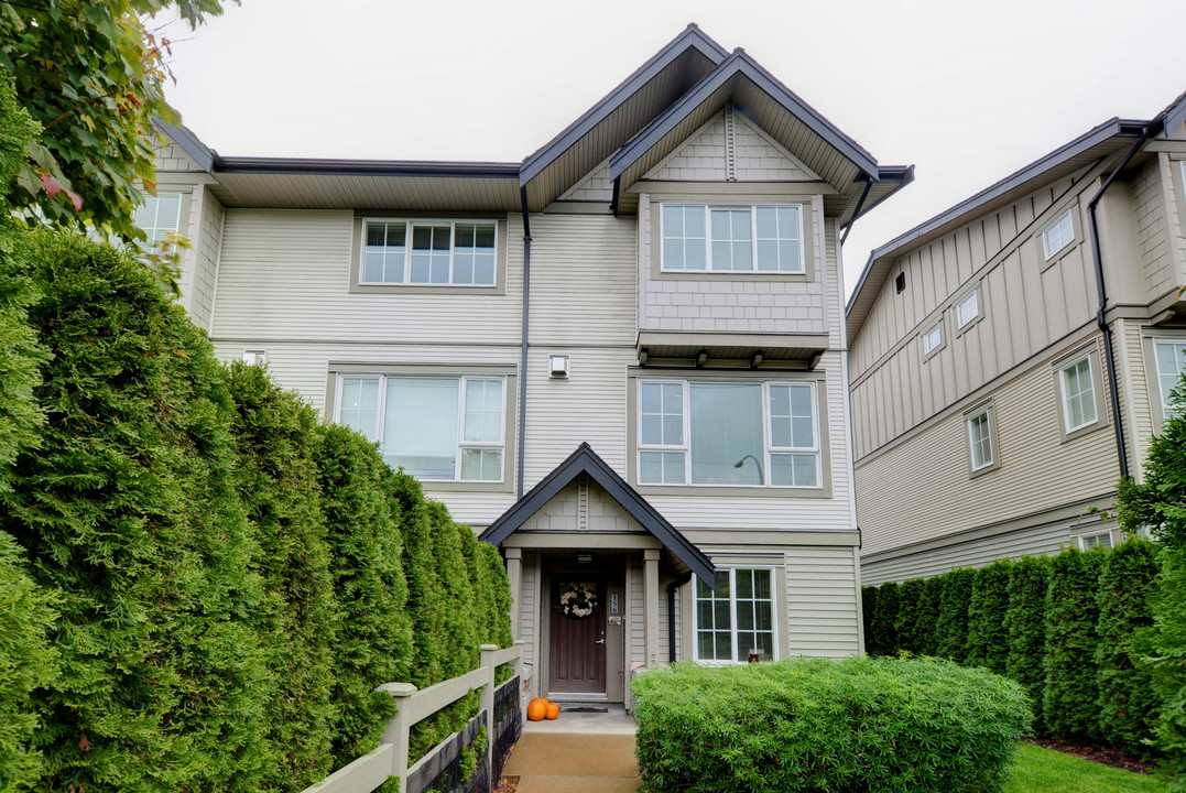 "Photo 1: Photos: 156 2501 161A Street in Surrey: Grandview Surrey Townhouse for sale in ""Highland Park"" (South Surrey White Rock)  : MLS® # R2212528"
