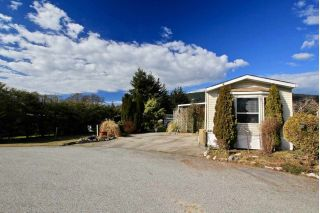 "Main Photo: 109A 1413 SUNSHINE COAST HIGHWAY Highway in Gibsons: Gibsons & Area Manufactured Home for sale in ""Poplars"" (Sunshine Coast)  : MLS® # R2249417"