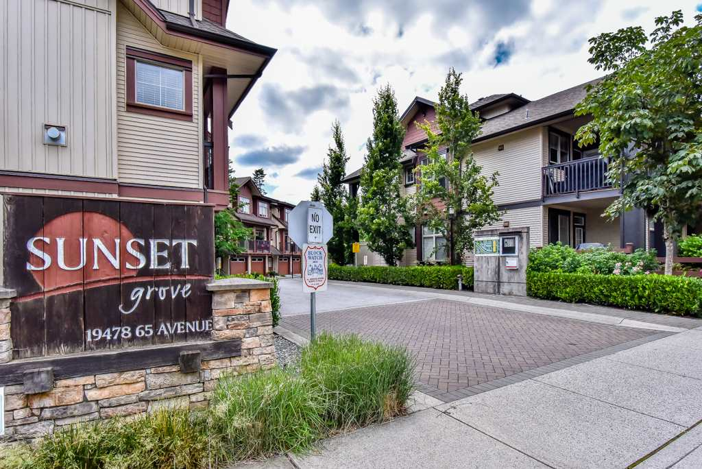"Main Photo: 27 19478 65 Avenue in Surrey: Clayton Townhouse for sale in ""SUNSET GROVE"" (Cloverdale)  : MLS®# R2290706"