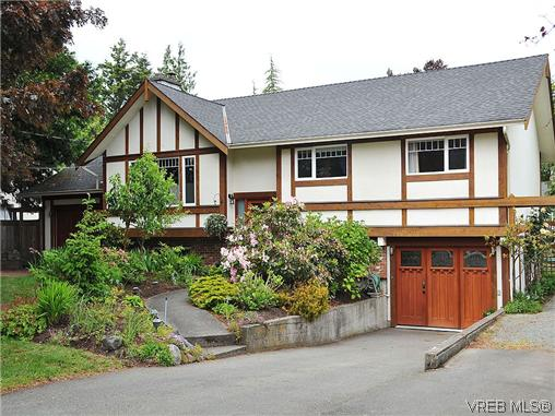 Main Photo: 1860 San Juan Avenue in VICTORIA: SE Gordon Head Single Family Detached for sale (Saanich East)  : MLS®# 310399