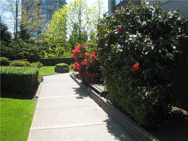 Photo 5: 1307 9521 CARDSTON Court in Burnaby: Government Road Condo for sale (Burnaby North)  : MLS(r) # V981636