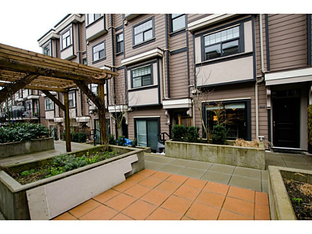 Main Photo: # 113 828 ROYAL AV in New Westminster: Downtown NW Condo for sale : MLS® # V1106214
